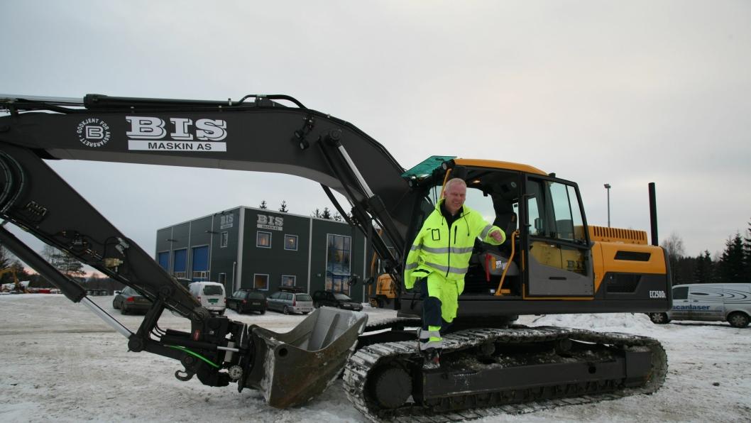 Inge Eriksen tar sats og hopper ut i det med ny spesialtilpasset Volvo-graver.