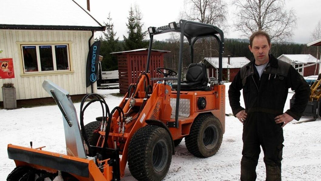 Fritz van Loon med en Knickmops minilaster påmontert italiensk snøfreser.