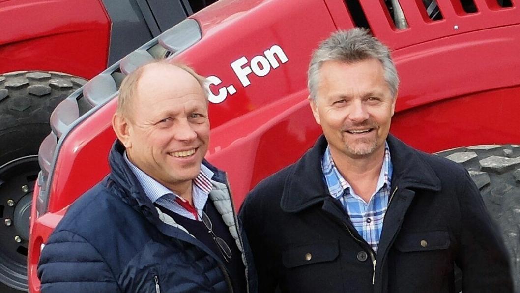 Carl C. Fon og Jarle Hillestad foran nybygget på Nordre Fokserød i Sandefjord.