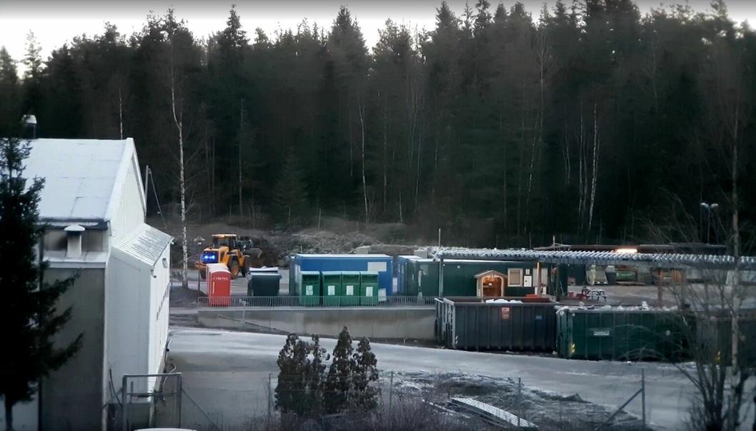 En av de tre hjullasterne med blåblink bak som aktiviseres når det rygges. Bildet er fra Follo Rens avfallsmottak på Sofiemyr i Oppegård kommune.