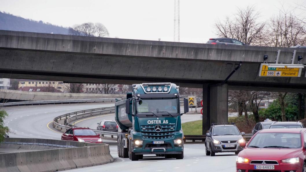 VEDTATT: Nå har politikerne i Bergen lovhjemmel til å kreve 450 kroner i bompenger av tunge kjøretøy i rushtiden.