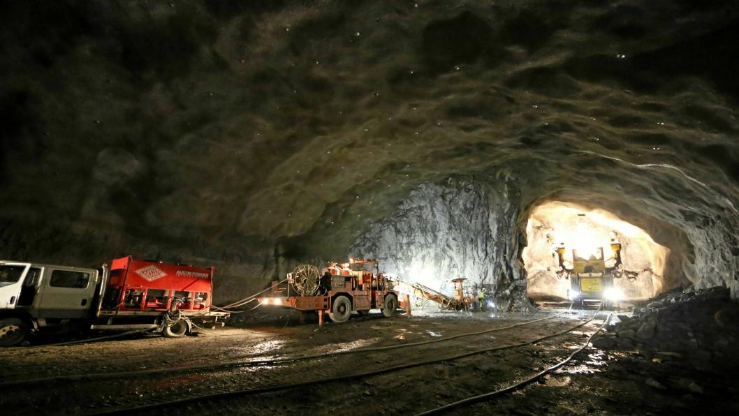 ODDA: Anlegg&Transport besøkte for noen år siden fjellhallene i Odda. Da bygget Lemminkäinen nye haller. Nå har AF vunnet kontrakten om bygging av hallene 19 og 20.