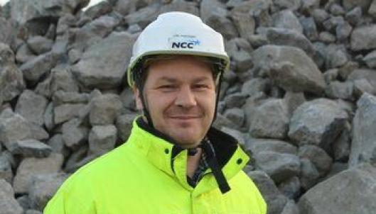 Ronny Sørås, leder ved NCC Hedrum og Tjølling pukkverk, har stått for levering av Larvikitt til kvikkleiresikringen.