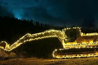 Pyntet gravemaskinen til jul