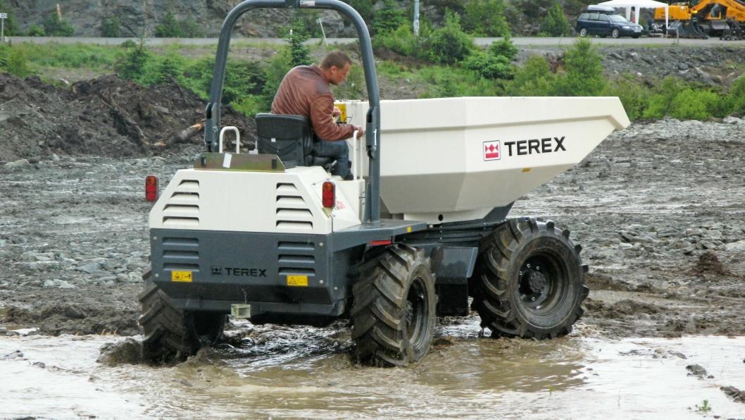 DEMO PÅ MEFA: Terex' Benford-produserte dumpere er solgt i Norge og terrengegenskapene ble demonstrert på MEFA-utstilling i Haugesund.