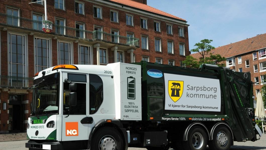Norsk Gjenvinning har sendt ut dette illustrasjonsbildet på hvordan deres to elektriske renovasjonsbiler kan komme til å se ut om ett snaut år når de starter opp på nye kontrakt for Sarpsborg kommune.