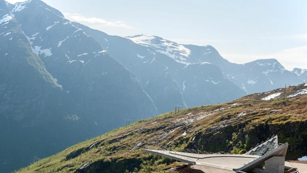 Utsikten rasteplass bærer sitt nav med rette, der den ligger på Nasjonal turistveg Gaularfjell.