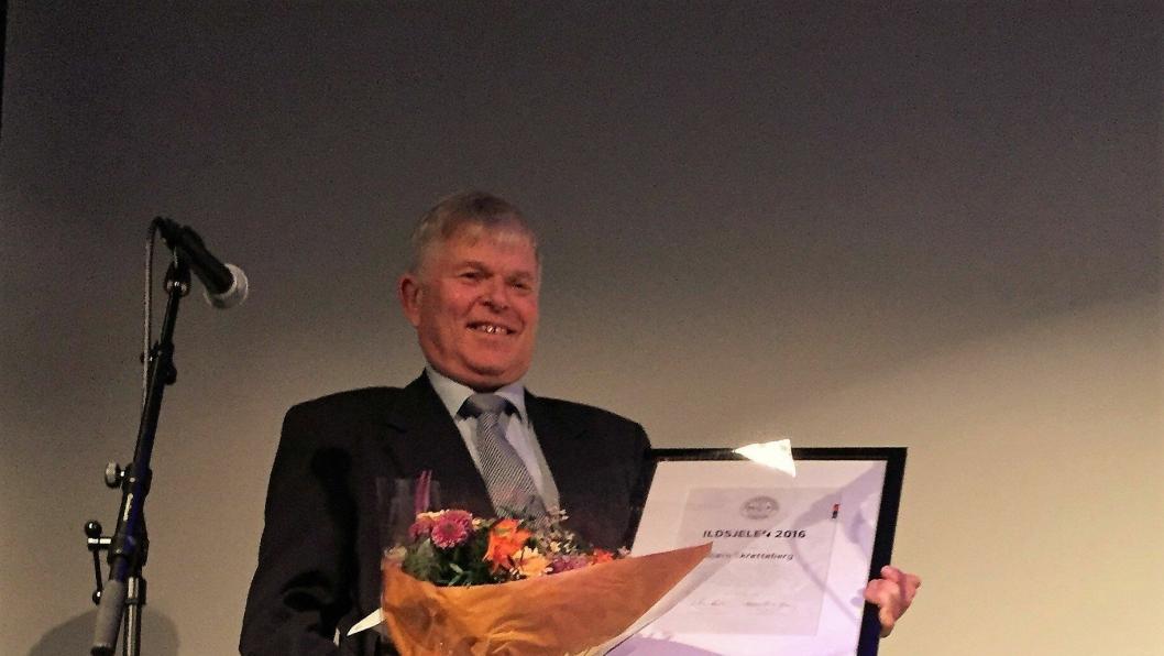 Etter 42 år hos den norske Caterpillar-forhandleren og mangfoldige timers engasjement for MGF, og til å fremme felles interesser for maskinbransjen, ble Bjørn Skretteberg tildelt hedersprisen «Ildsjelen 2016» under årets MGF-dag.