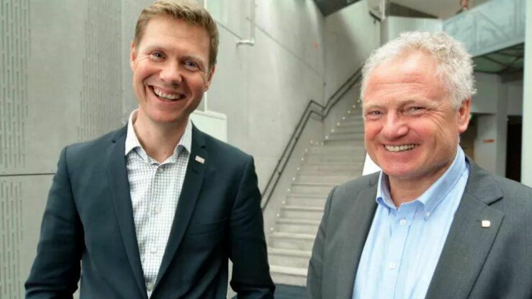 Lars Andresen, adm. dir. for NGI (til venstre), og Johan Einar Husted, prorektor for nyskaping ved NTNU (til høyre).