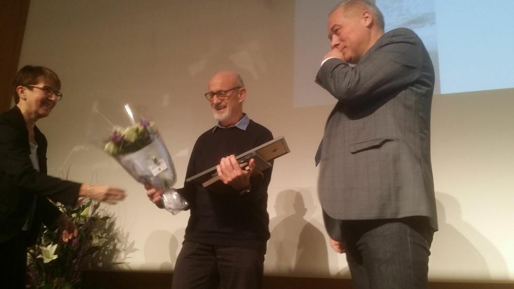 Fra venstre: Arrangementsansvarlig Siri Engen, prismottaker Eystein Grimstad og NFF-styreleder Frode Nilsen.