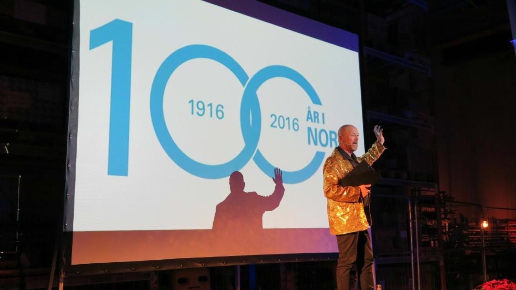 BORSPESIALISTEN: I gulljakke opererte Geir Schaug i stor stil og ga en borstålspresentasjon ingen har hørt maken til.