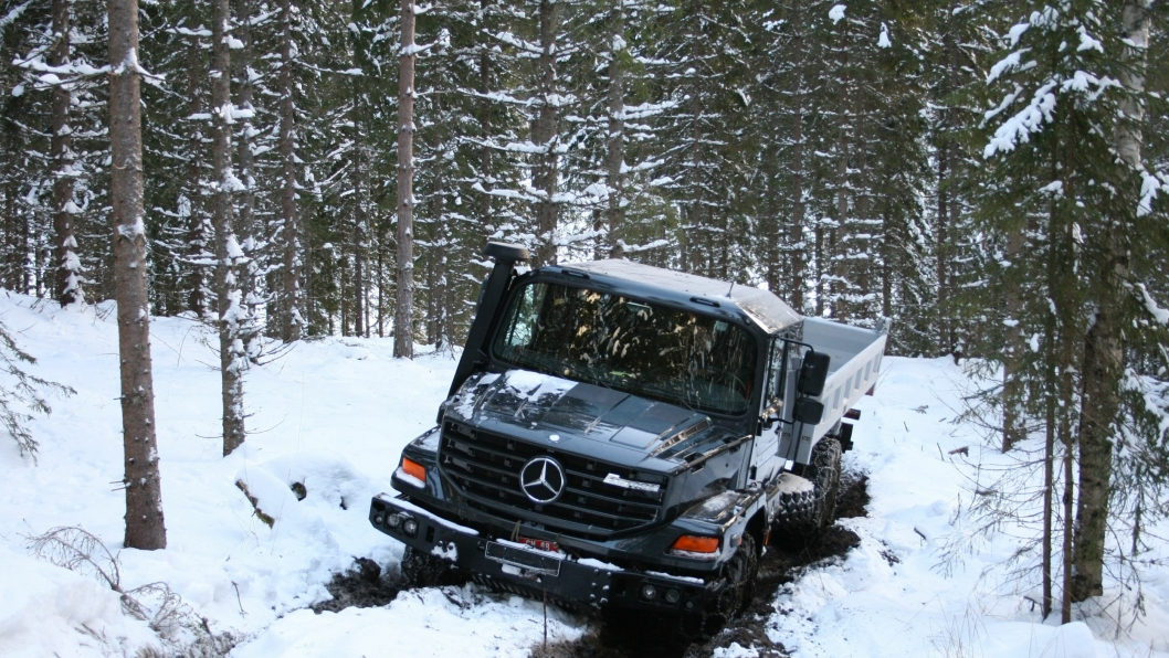 Nykommeren Mercedes-Benz Zetros overbeviste under øvelsen i skogen og sporene etter hogstmaskiner på Nordfjeld.