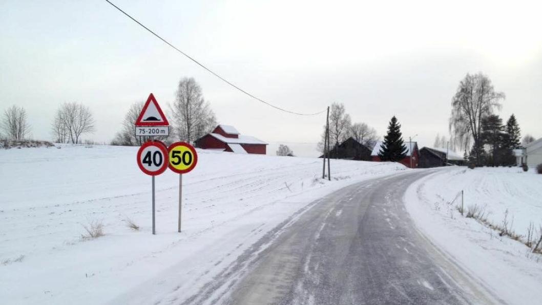 Skiltforvirring i Gjerdrum. 50-skiltet ble fjernet etter at Veidekkes ansatte ble klar over skiltfeilen.