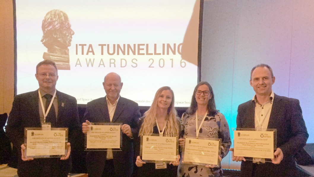Finalister til ITA Tunneling Award 2016 i Singapore. Fra venstre: Karl Gunnar Holter, NTNU i Technical innovation of the year, Frode Siljeholm Arnesen , Anne Hommefoss, Elisabeth Grasbakken, alle fra Multiconsult og Ivar Nødtvedt fra Fana Stein og Gjennvinning Stendafjellet i kategori Innovative use of underground and Environmental initiative of the year.