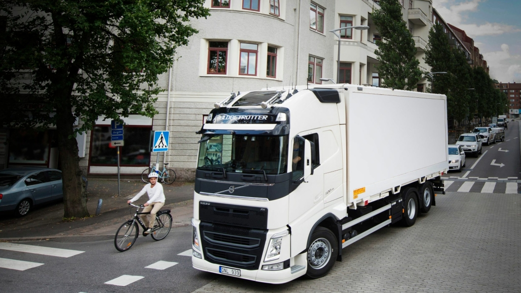 Plassering og øyekontakt er viktig for å unngå ulykker mellom syklende og tungbiler.