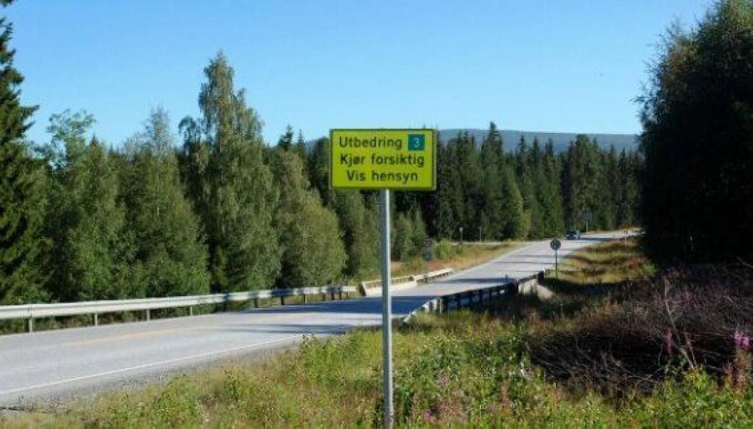 Statens vegvesen oppfordrer trafikantene til å kjøre forsiktig og vise hensyn gjennom anleggsområdet på riksvei 3 i Østerdalen.