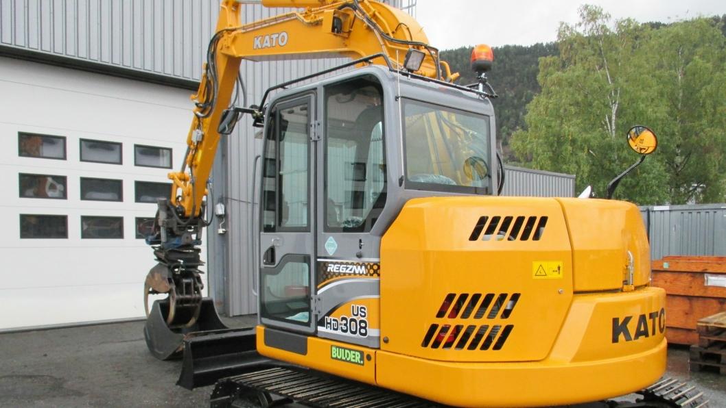 Bulder Maskin importerer Kato-gravere til Norge. Denne  8,4-tonneren, Kato US HD308-6, ble levert til Anleggsdrift AS (Hokksund) som drives av brødrene Magne og Jan Berget.
