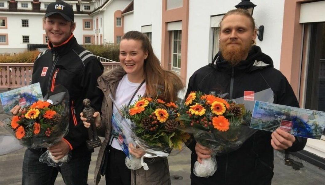 Årets lærling Helene Mjånes Berge omkranset av de to andre finalistene André Hansen (t.v.) og Kjetil Bismo Lund.