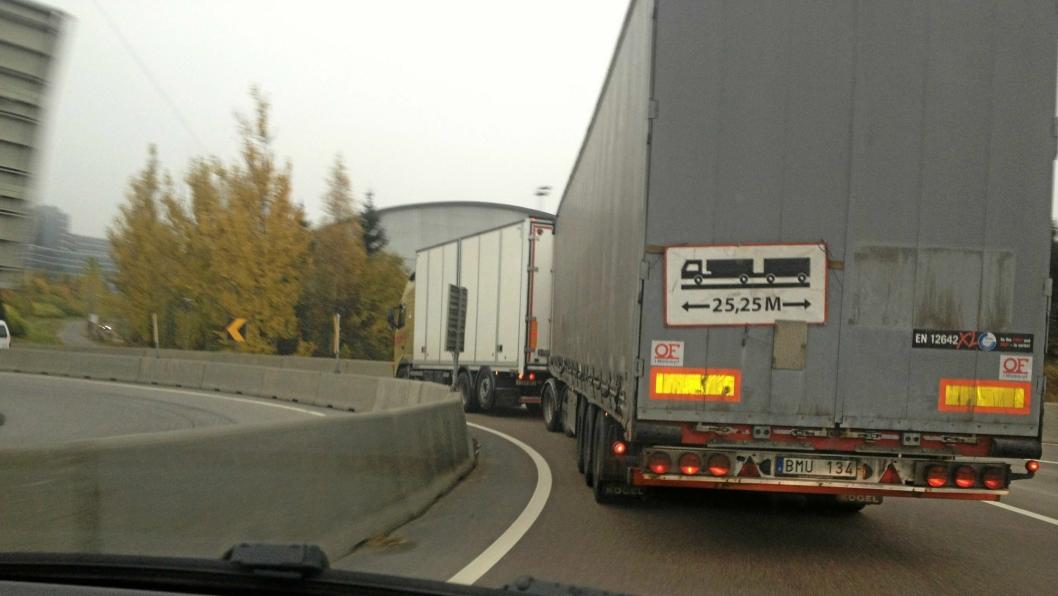 Modulvogntog på 25,25 meter gir ikke økt ulykkesrisiko, ifølge TØI, i motsetning til det Aftenposten skriver.