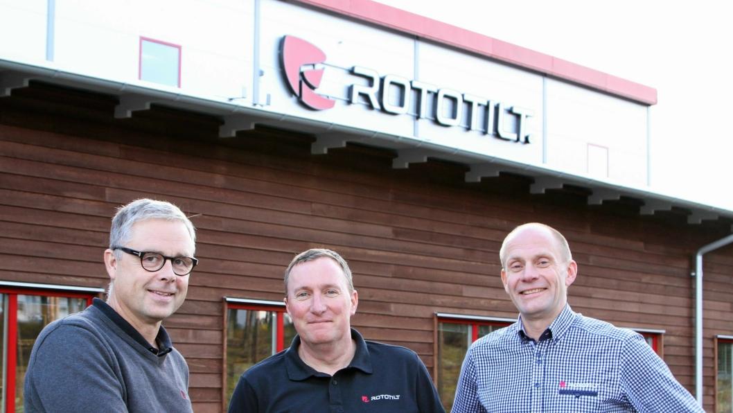 NYTT LAND: Rototilt med Per Väppling (f.v.), Malcolm Long og Hans Röring etter beslutningen om å etablere datterselskap i Storbritannia.