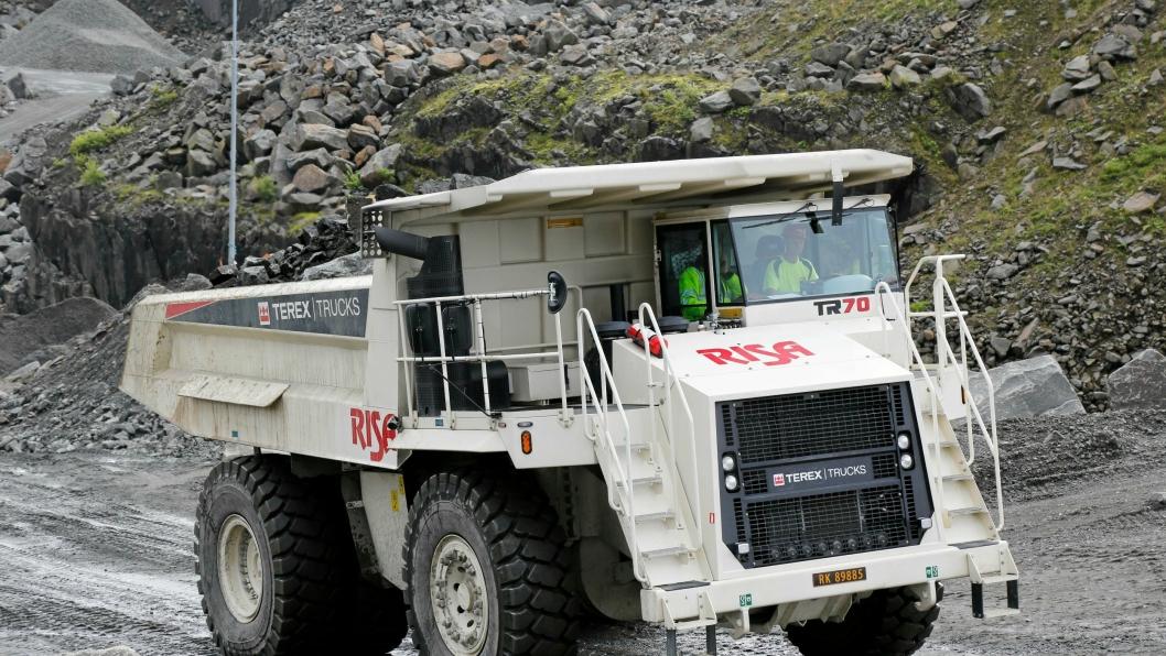 SKAL OPP OG FREM: Dette er første Terex tipptrucken Volvo Maskin leverer i Norge. Maskinen er kjøpt av Risa og går i bruddet til Rekefjord Stone i Rogaland.