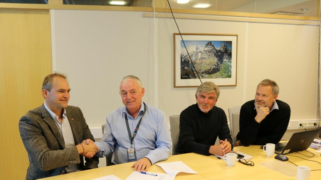 F.v: Ove Nesje (avdelingsleder SVV), Kjell Næss (regiondirektør Mesta), Sigmund Lønset (byggeleder SVV) og Halgeir Brudeseth (prosjektelder SVV).