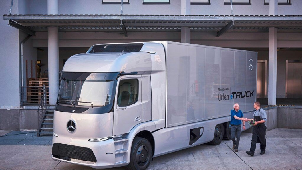 Mercedes-Benz Urban eTruck er futurisk å se på, men er likevel slik spesifisert at den kan være produksjonsklar i løpet av relativt kort tid.