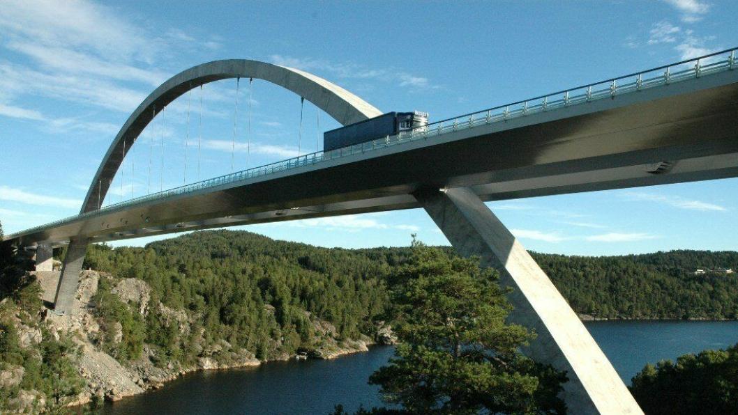 Norconsult prosjekterer nye bomstasjoner på norsk og svensk side av Svinesundbrua.