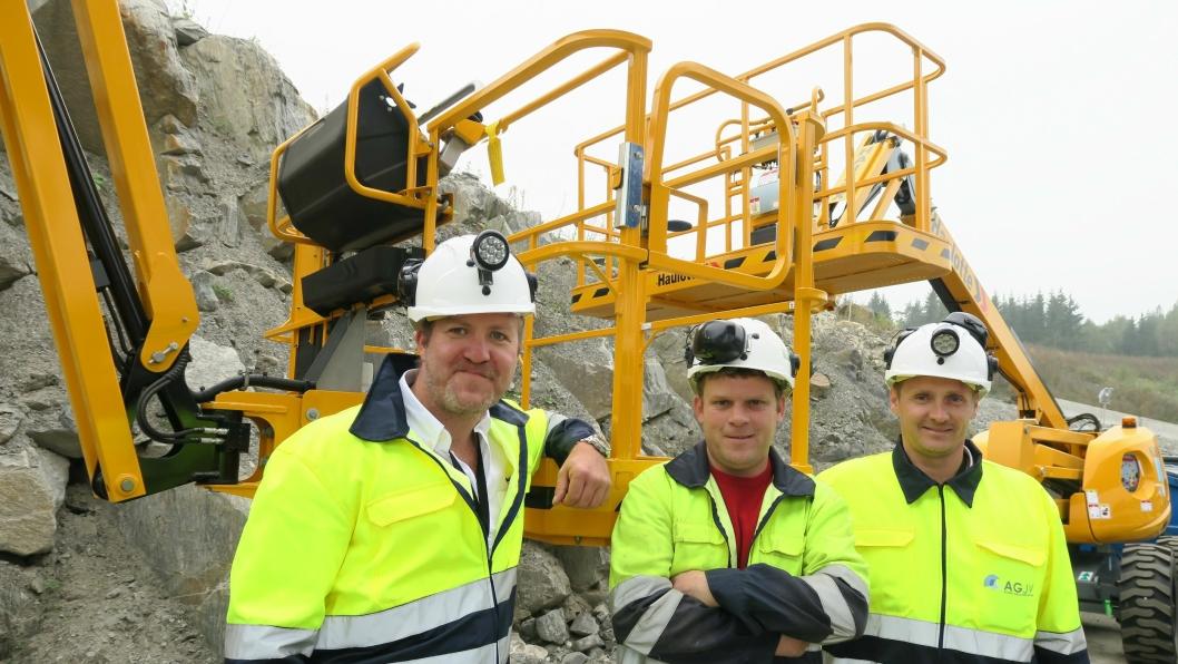 Alturo AS skal levere lift-maskiner til AGJV på Follobaneprosjektet. F.v: Andre Høyer, salgsansvarlig Industri Alturo, Darragh Connelly, Workshop Manager AGJV og Bent S. Nygaard, salgsleder Alturo.