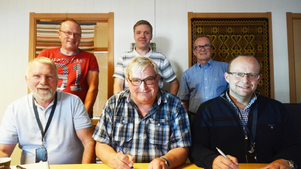 Bak: Idar Buknotten, Dag Ivar Borg og Diter Manka fra Statens vegvesen. Foran f.v. Arve Grannes (Peab), Arild Hamrum-Norheim (Statens vegvesen) og Johan Hansson (Peab).
