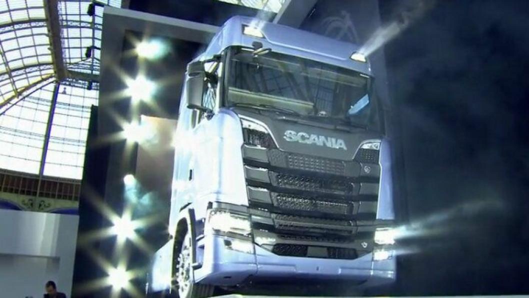 Nye Scania S730 med flatt gulv ble vist i Paris 23. august.