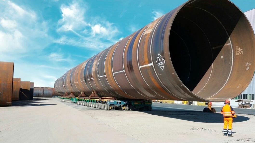 Dette er en av totalt 67 vindmøllekropper som monteres i vindmølleparken Veja Mate i den tyske delen av Nordsjøen.