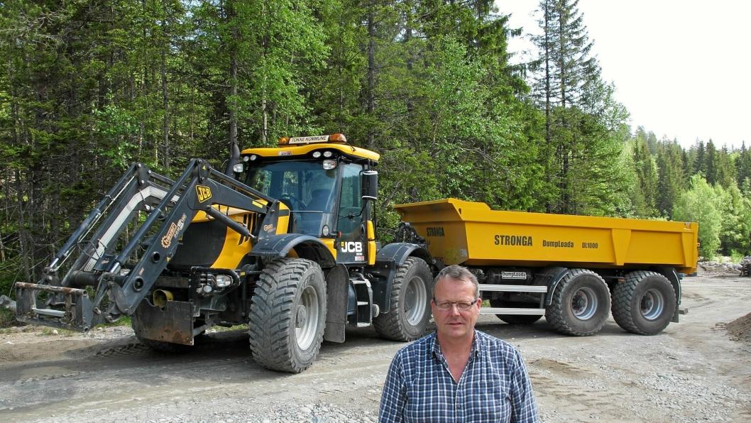 Oddmund Vågsli i Tokke kommune har kjørt traktorer med eksosbrems i mer enn 20 år og er overbevist om hva innretningen betyr for sikkerheten og effektiviteten.