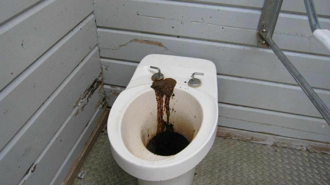 Et toalett langs veien.