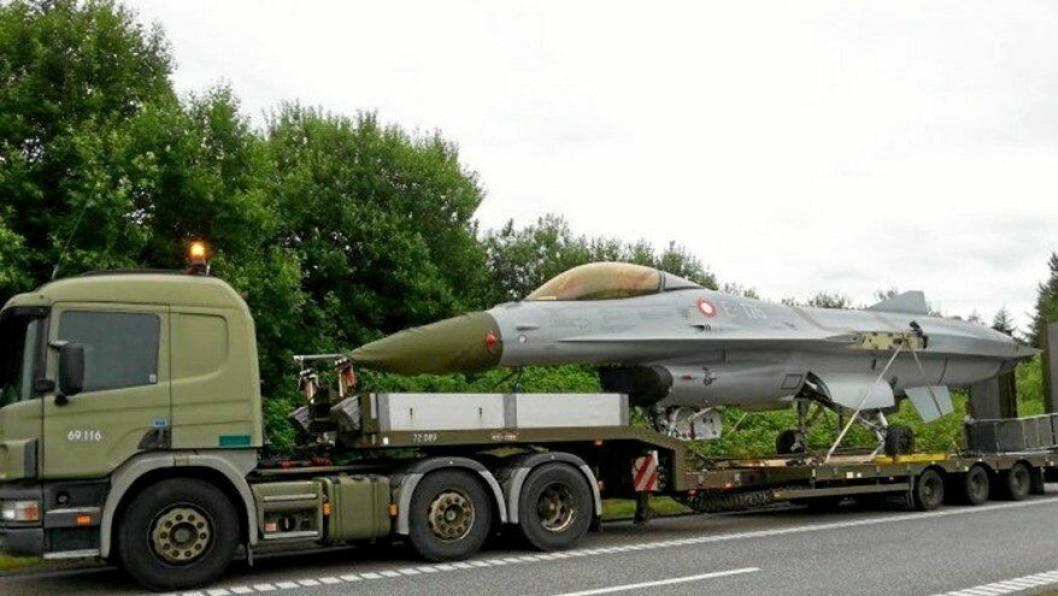 Jagerfly langs motorveien hører ikke med til dagligdagse foreteelser.