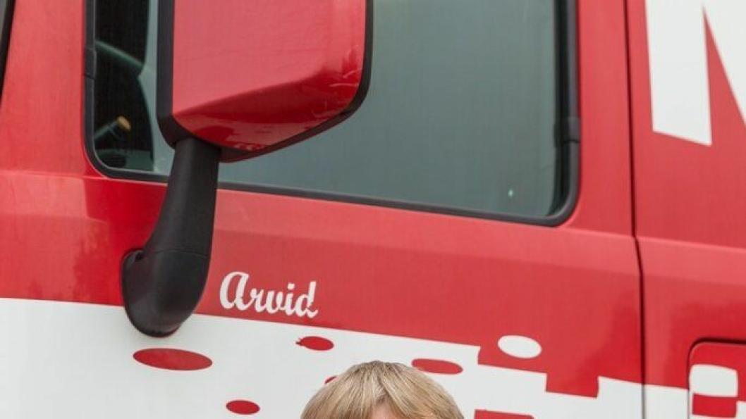 Arvid Vigre med sin Mercedes-Benz.
