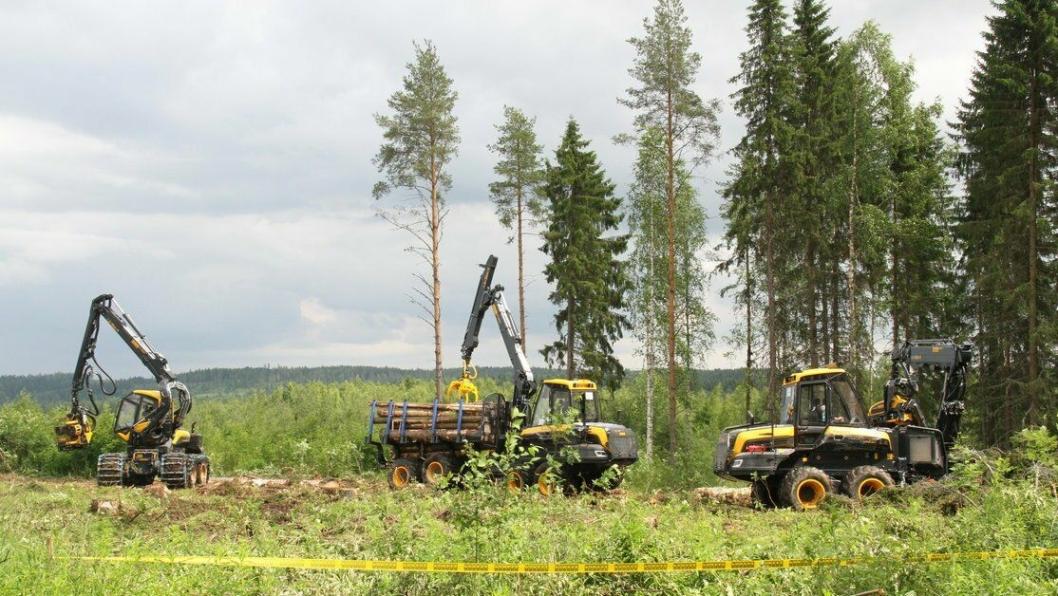 Det var selvsagt Ponsse-maskiner som ble brukt til avskogingen av området der det nye fabrikkbygget skal ligge.
