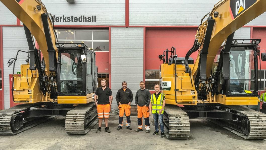 Fra venstre: Sander Karlson (maskinfører Eivind Engseth AS), Tommy Hansen (maskinfører Eivind Engseth AS), Stian Rekvin (maskinfører Eivind Engseth AS) og Per Inge Strengen (selger region Østfold for Pon Equipment AS).