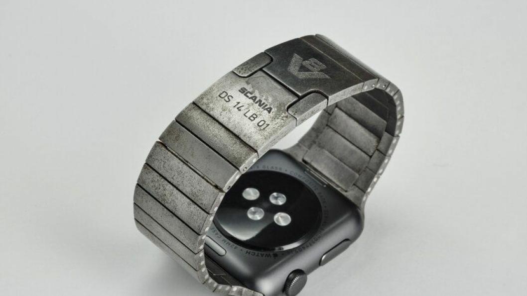 Scania 140 V8 klokkelenke montert på en Apple Watch Scania Edition.
