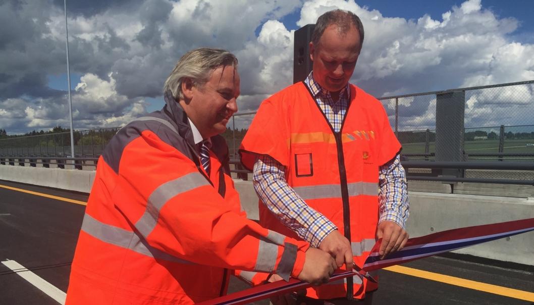Samferdselsministeren foretok den offisielle åpningen sammen med regionvegsjef Kjell Inge Davik.