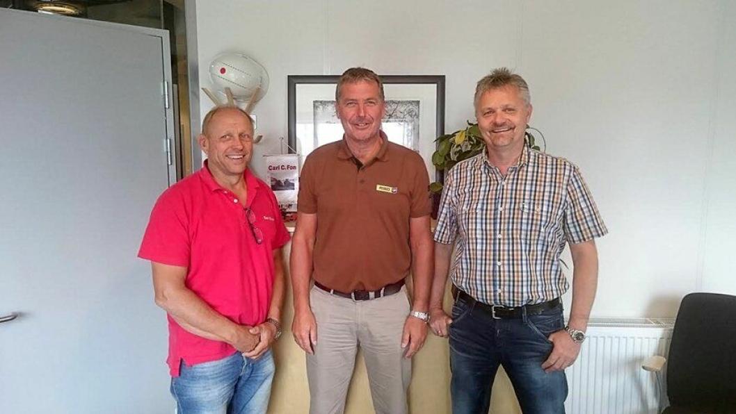 Fra venstre: Carl Christian Fon, prosjektleder/maskinansvarlig i Carl C. Fon AS, Robert Hvaal, salgsingeniør Pon Equipment AS og Jarle Hillestad, daglig leder Carl C. Fon AS.