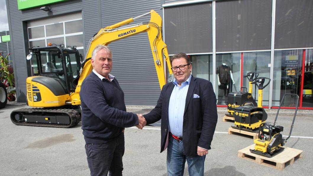 Daglig leder Ole Hveem i Akershus Traktor AS og adm. direktør Kai Paulshus i Hesselberg Maskin AS inngikk avtalen på Jessheim hos Akershus Traktor onsdag 18. mai.