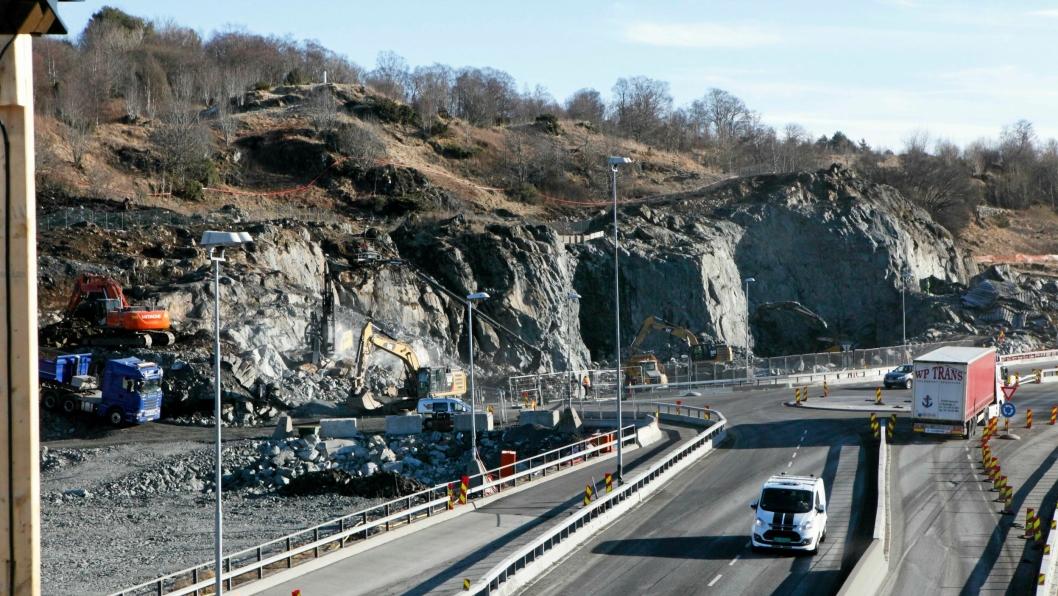 Det går i retning av større og større kontrakter. Her fra strekningen mellom Svegatjørn og Rådal mellom Os og Bergen. Veidekke og Implenia deler entreprisen på 2,3 milliarder kroner.