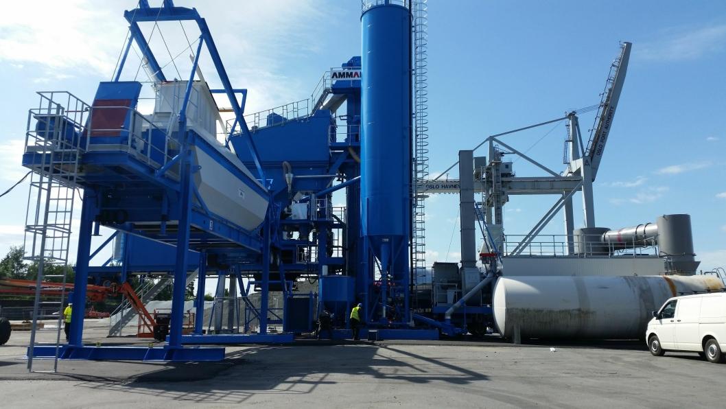 Asfaltfabrikken er installert på Ormsundkaia, den gamle containerhavnen i Oslo.