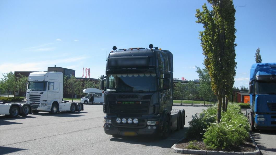 Eieren av denne nederlandske trekkvogna kjørte for lenge om gangen og ble anmeldt av Statens vegvesen etter en kontroll ved E6, Jessheim trafikkstasjon i Akershus.