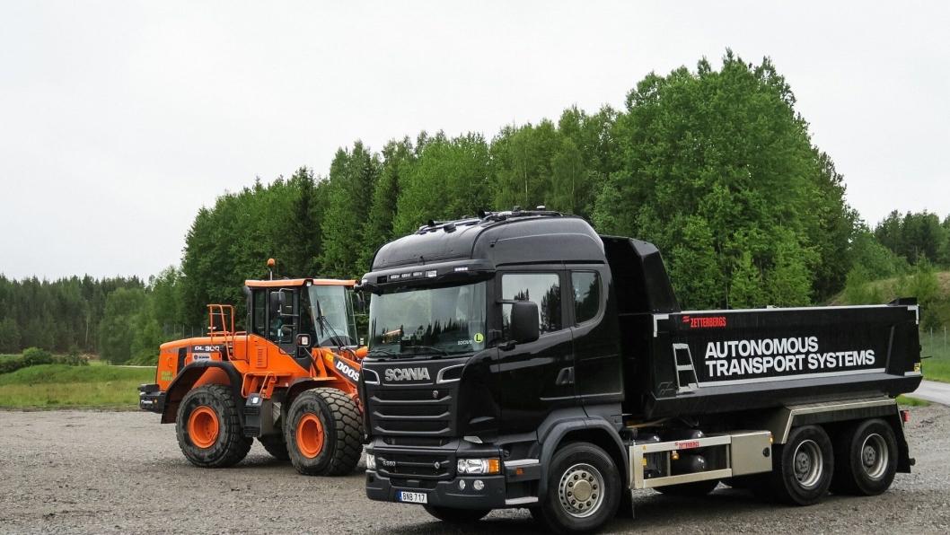 Denne Scania R580'en kjører på egenhånd inne på Scanias testfelt i Sødertalje.