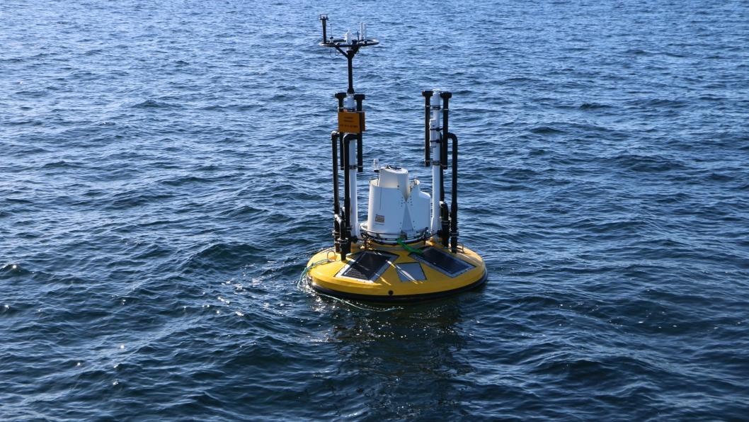 Seawatch wavescan med påmontert måleutstyr for vindfelt og lidar.