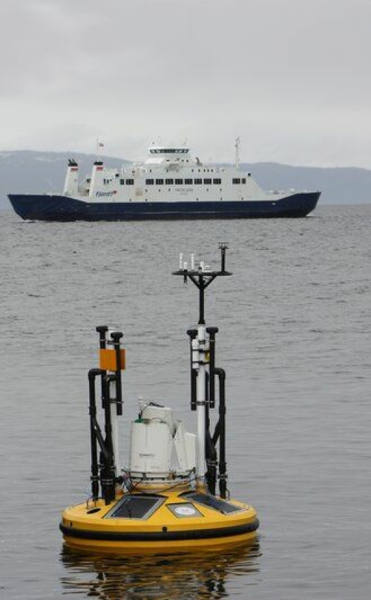 Seawatch wavescan med påmontert måleutstyr for vidnfelt og lidar.