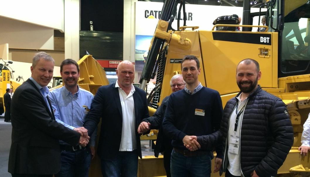 Fra venstre: Jarle Kleppan, salgsdirektør (PE), Dag Strøm, teknisk prosjektkoordinator (PE), Albert K. Hæhre, pensjonert salgssjef i PE, Sven Erik Sønstehagen (bak), Pål Gunnar Brandvold, key account (PE) og Lars Hæhre.
