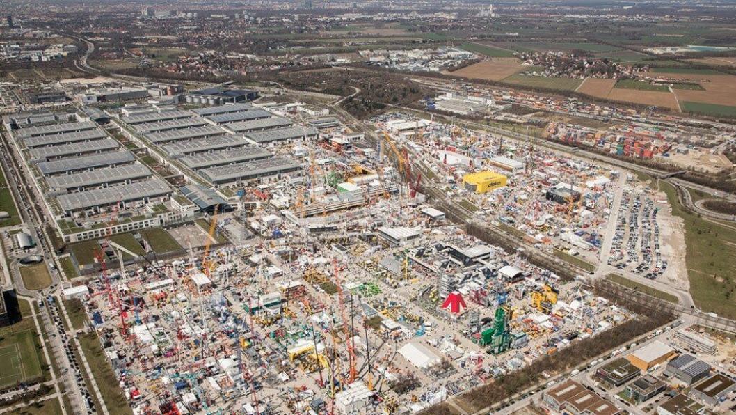 Utstillingsområdet ligger på den gamle flyplassen til München og er enormt stort. Ta med gode sko om du skal nedover.